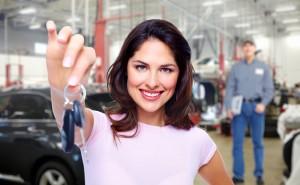 autolening om een nieuwe of tweedehandswagen te kopen en sleutels te ontvangen