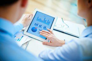 kosten leningen vergelijken met grafieken op tablet