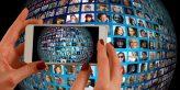 smartphone foto van wereldbol met vrienden